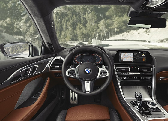 BMW 8 serie coupe 18 dash
